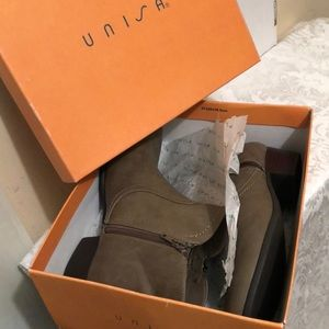 Unisa Women's boots New In Box size 8